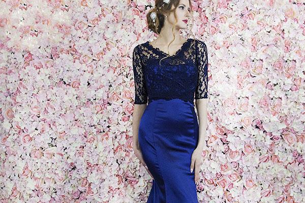 Večerní šaty tmavě modré barvy