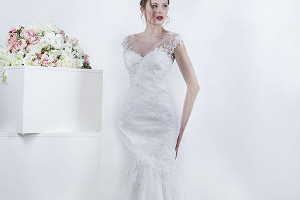 svatební šaty s krajková ramínky
