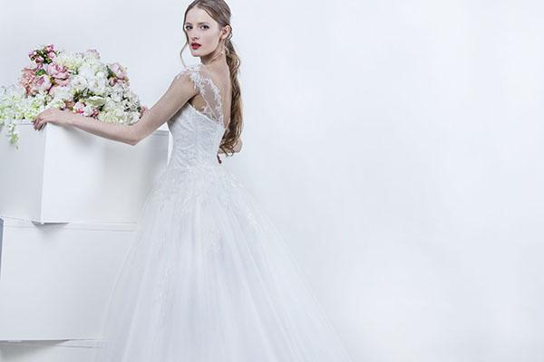 svatební šaty s tylovou sukní a ramínky