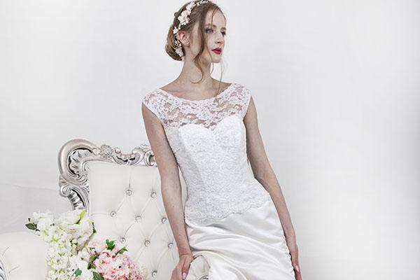 královské svatební šaty s luxusní krajkou