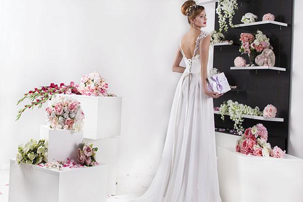 svatební šaty ze šifónu s dlouhou vlečkou