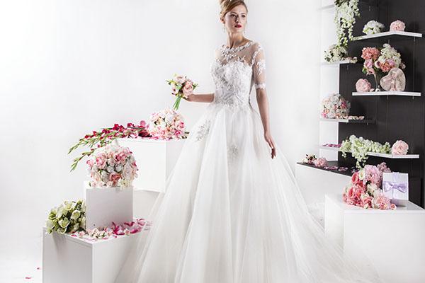 svatební šaty pro princeznu s rukávy