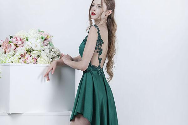 Sexy společenské šaty s zorparkem a krajkou