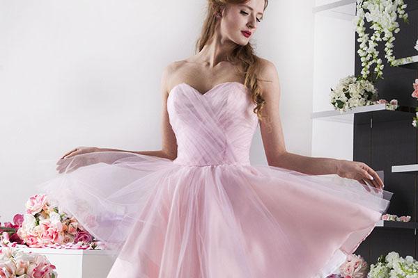 Večerní šaty pro panenku svtěle růžové barvy