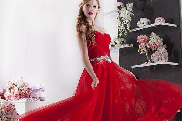 Princeznovské plesové šaty s kamínky