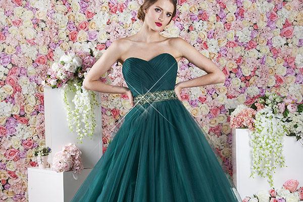 Tylové plesové šaty se zeleným tylem