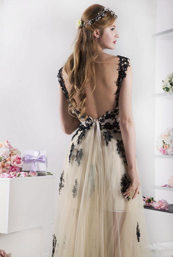 krátké šaty na maturitní ples s tylovou sukní