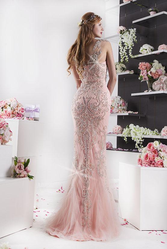 elegantní nádherné sofistikované šaty