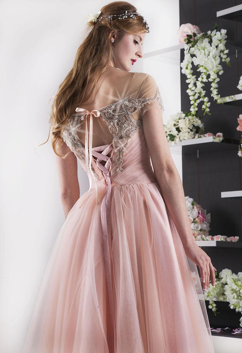 světle meruňkové ženské šaty