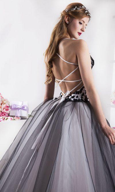 Maturitní šaty černobílé barvy