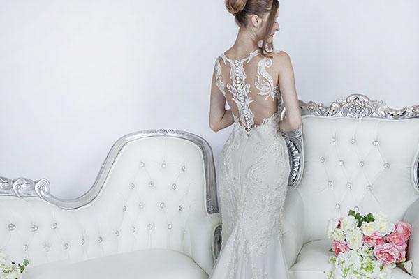 svatební šaty obepnutého střihu