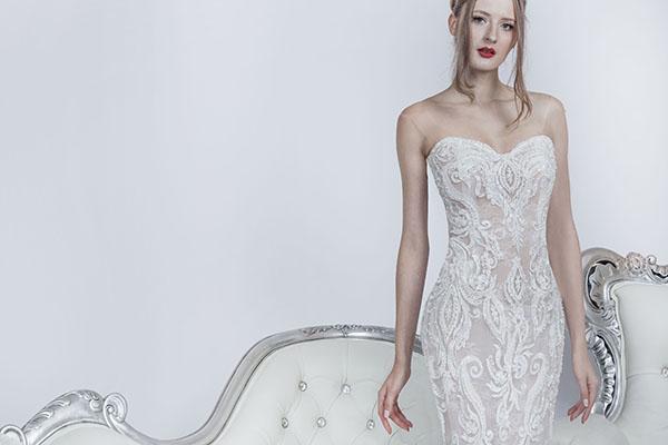 svatební šaty tělové barvy se smetanovou krajkou