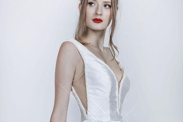 bílé svatební šaty s perličkami