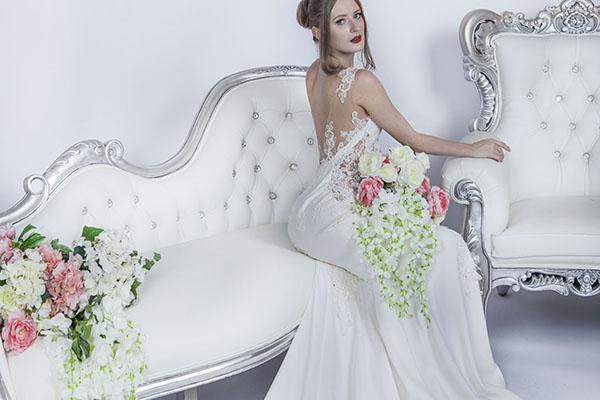 obepínajicí svatební šaty na půjčení v Praze