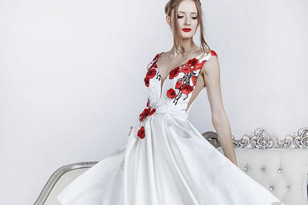 printované koktejlové sexy šaty
