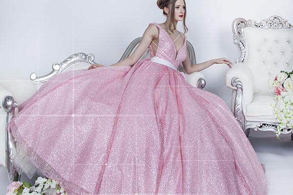 šaty na ples růžové a třpytivé