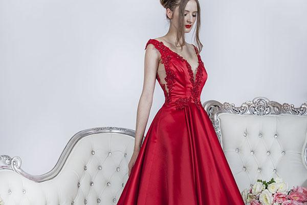 červené šaty na maturitní ples ze saténu