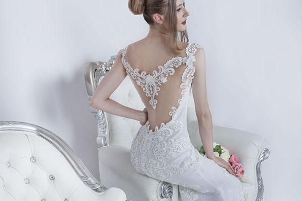originální svatební šaty na půjčení