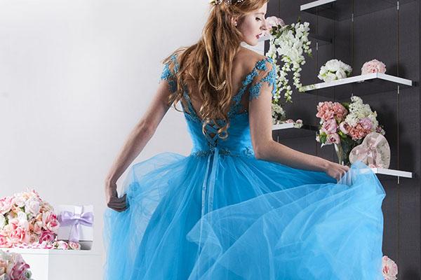 popelkovské princeznovské společenské šaty