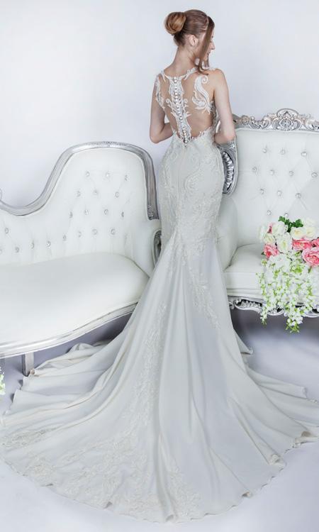 svatební šaty z krepu a krajky