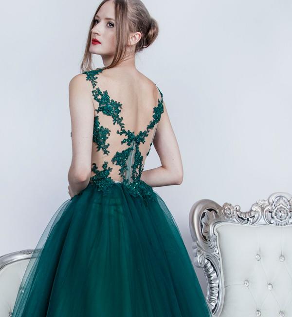 Maturitní šaty půjčení praha smaragdová barva