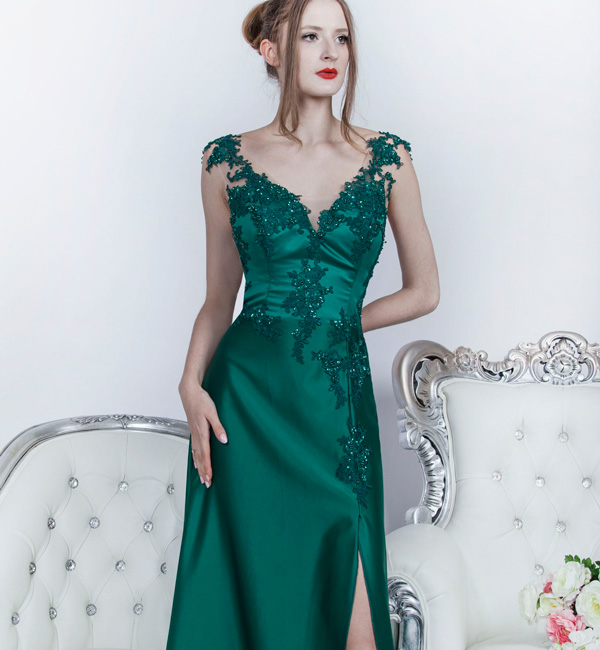 Krásne a elegantní společenské šaty v jednoduchém stylu