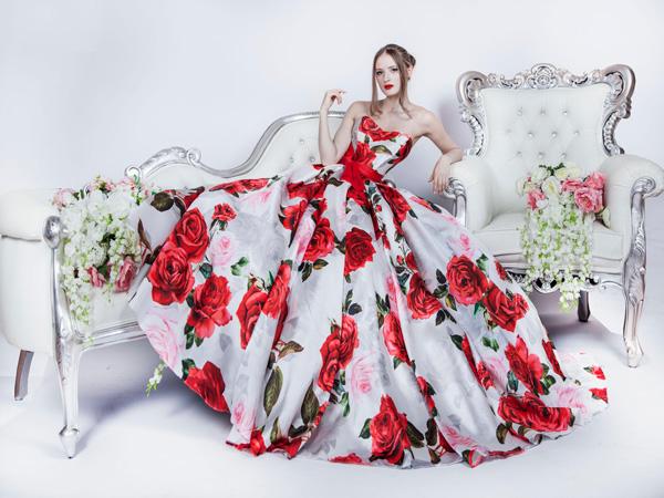 šaty na maturitní ples s květinovým vzorem