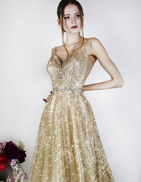 Zlaté plesové šaty na novoroční ples