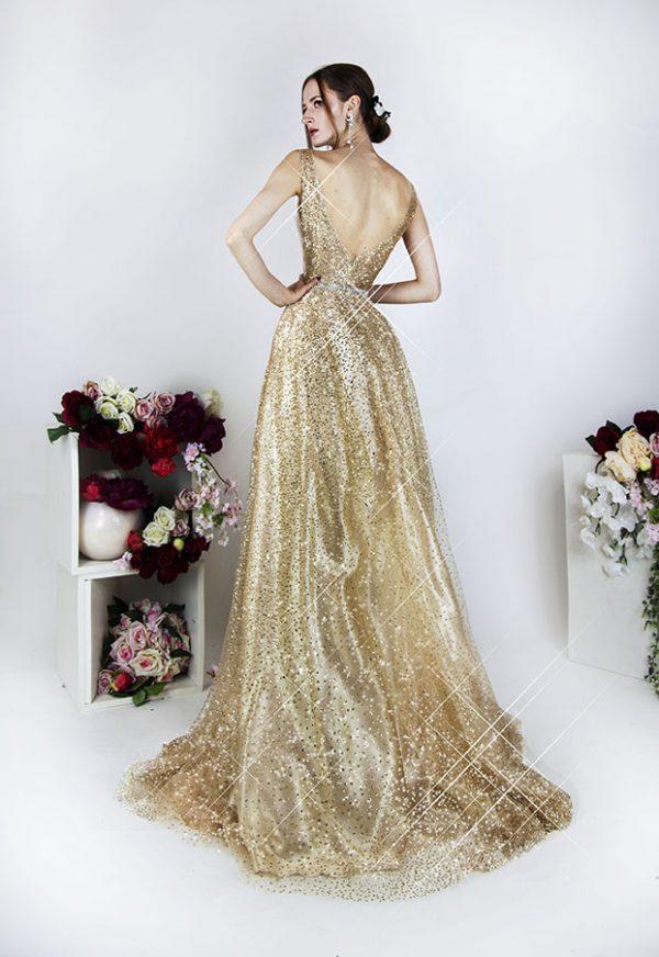 Třpytivé zlaté plesové šaty na maturitní ples