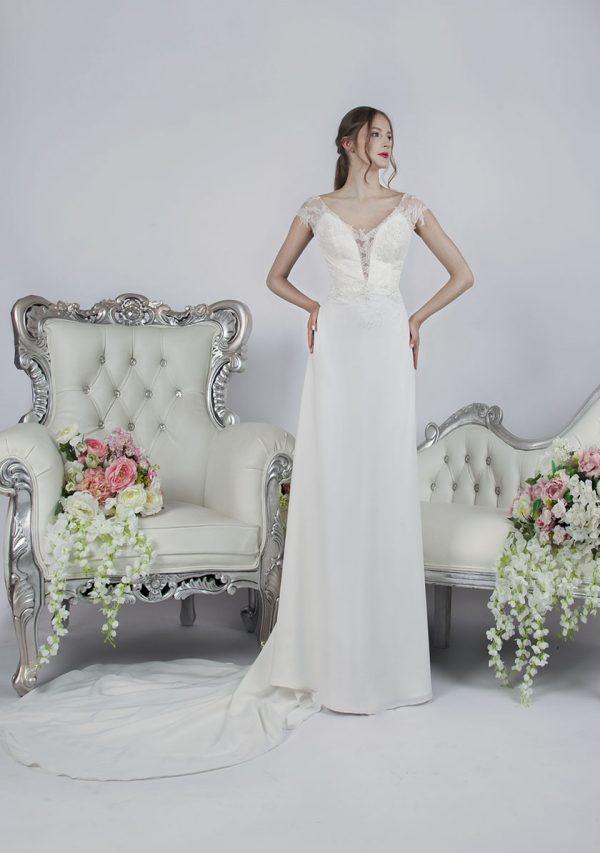 Půjčení splývavé svatební šaty smetanové barvy