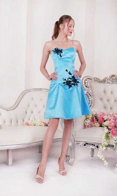 Krátké společenské šaty s černou krajkou