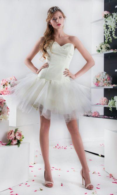 Plesové šaty krátké délky s tylovou sukní