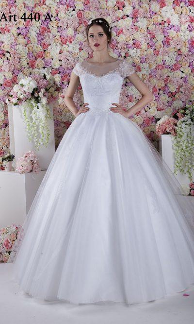Svatební šaty s tylem a francouzskou krajkou