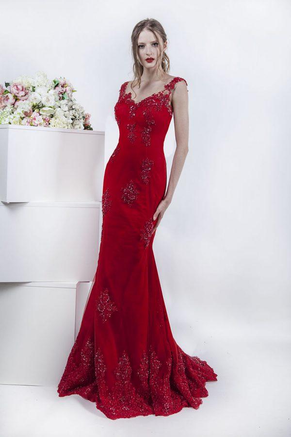 Velmi ženské a sexy večerní šaty
