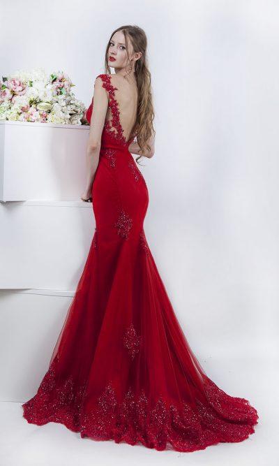 Společenské šaty s dlouhou vlečkou