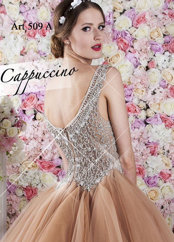 Velmi hezké a kouzelné plesové šaty