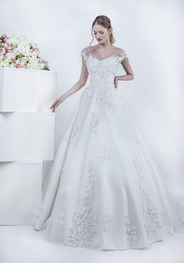 Svatební šaty s krajkou a kytičky