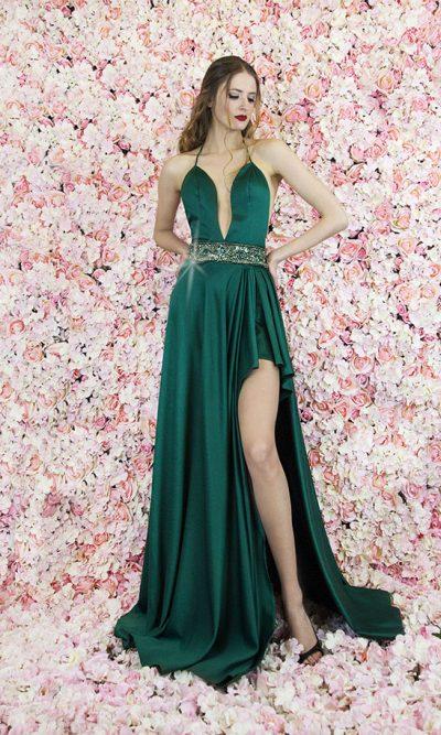 Hluboký dekolt u večerních šatů