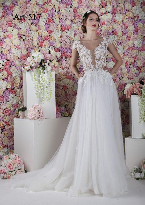 Svatební šaty s vlečkou a tylovou sukní