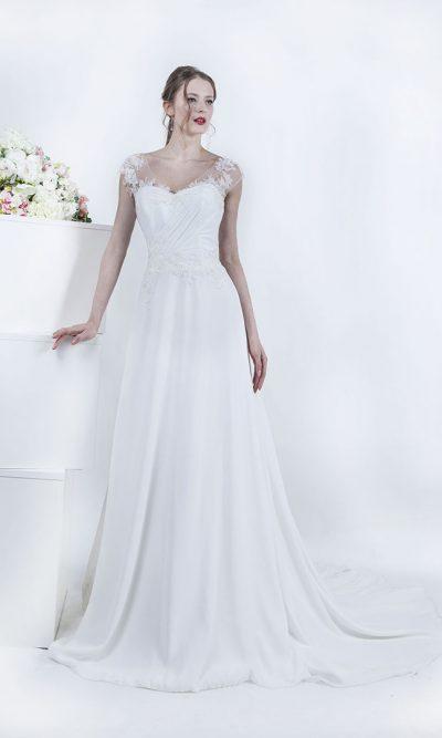 Svatební šaty s dlouhou splývavou vlečkou