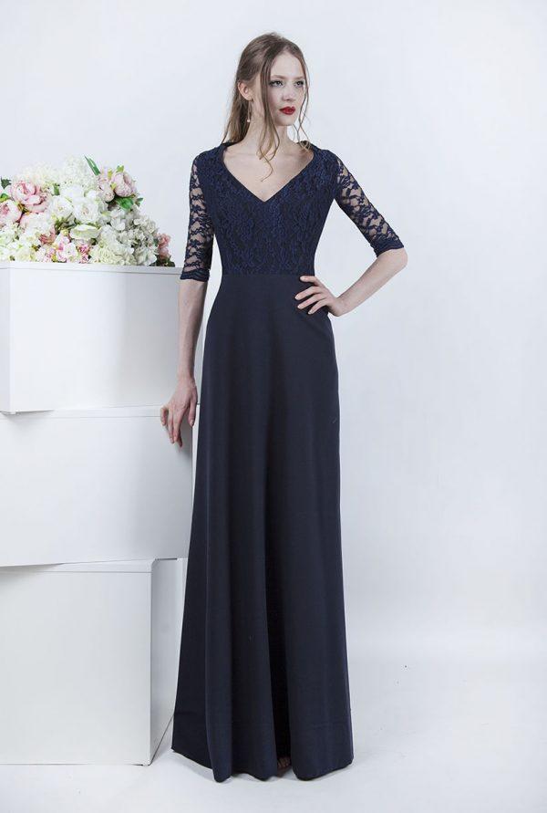 Tmavě modré splývavé večerní šaty
