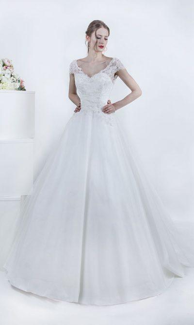 Svatební šaty s krajkovým vrškem a tylovou sukní