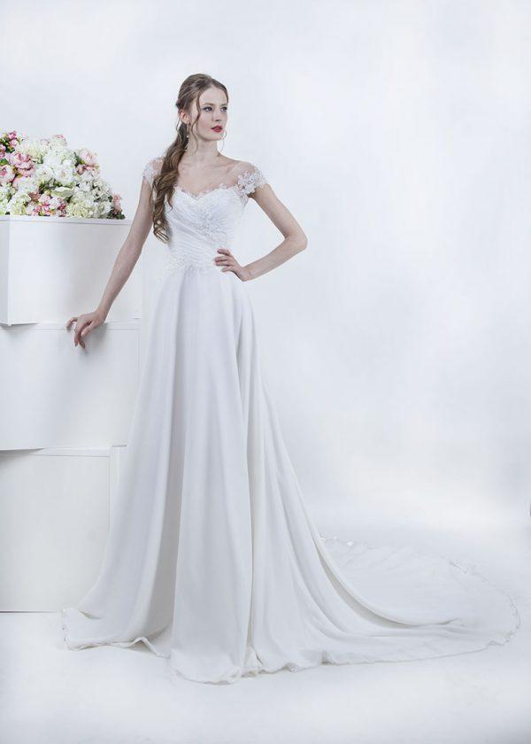 Svatební šaty s krajkou a jemným drapováním