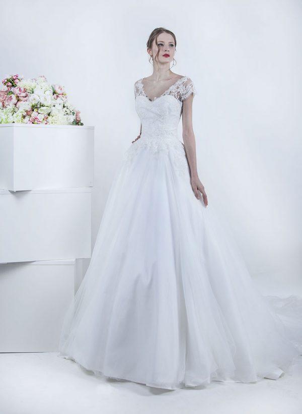Svatební šaty s tylovou sukní smetanové barvy