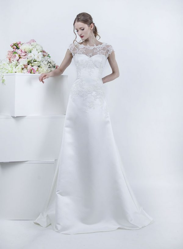 Svatební šaty s průhledným živůtkem ve tvaru lodičky