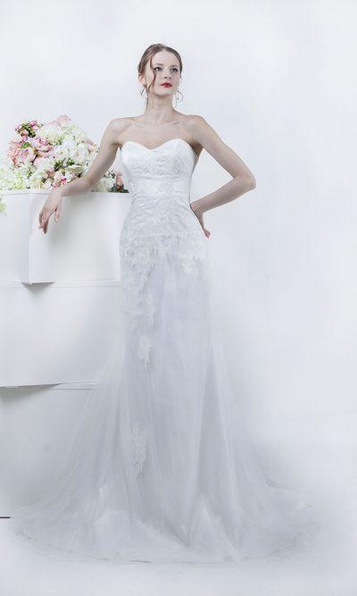 Jednoduché svatební šaty bez ramínek