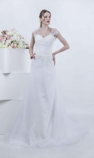 Svatební šaty áčkového střidu zdobené krajkou