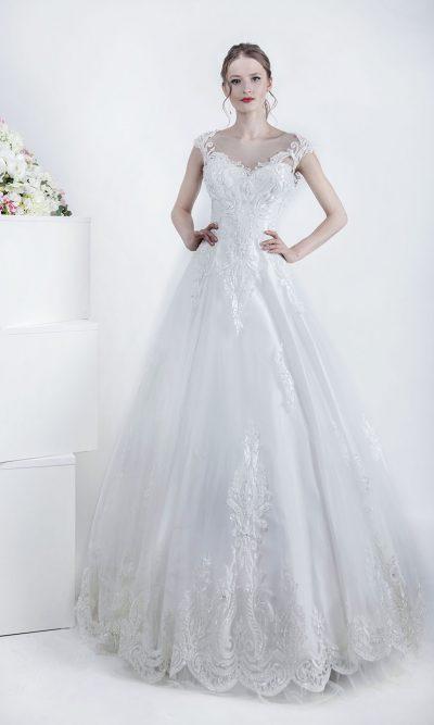 Svatební šaty z tylu a s výšivkou