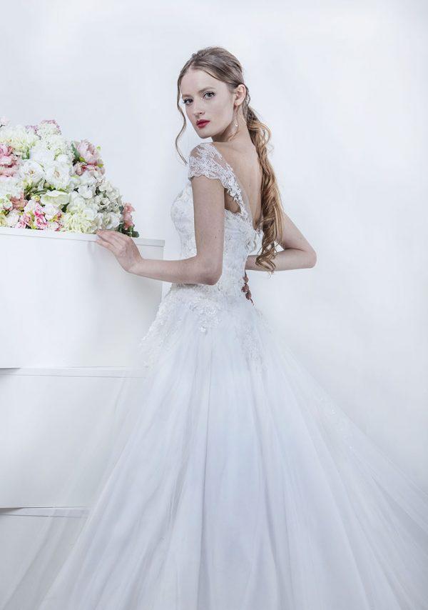 Krajková tenká ramínka u svatebních šatů