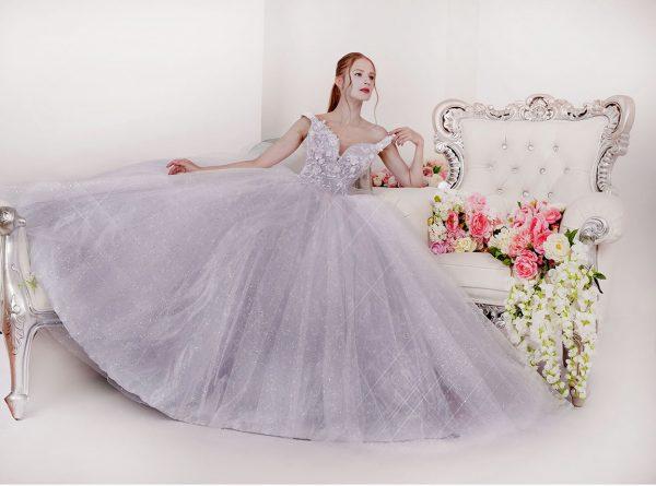 Maturitní šaty třpytivé jako pro princeznu